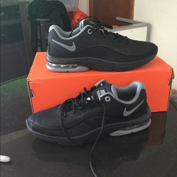 5c7f5bf6f23 New nike air max advantage 2 Women running